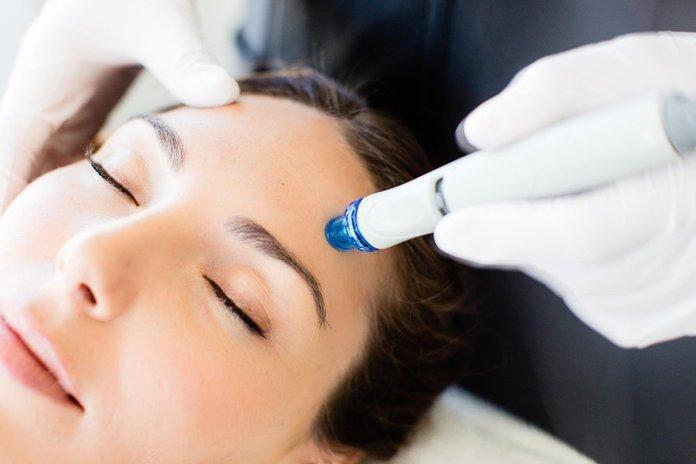 The HydraFacial Craze: Why We're All Obsessed With The Treatment (And The Results!)
