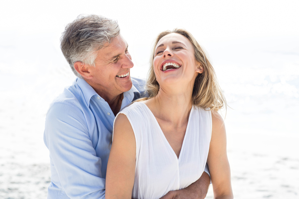 happy couple after laser treatment for tummy tuck scars